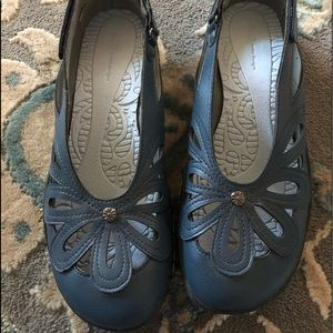 JBU comfort walking shoes like new navy blue